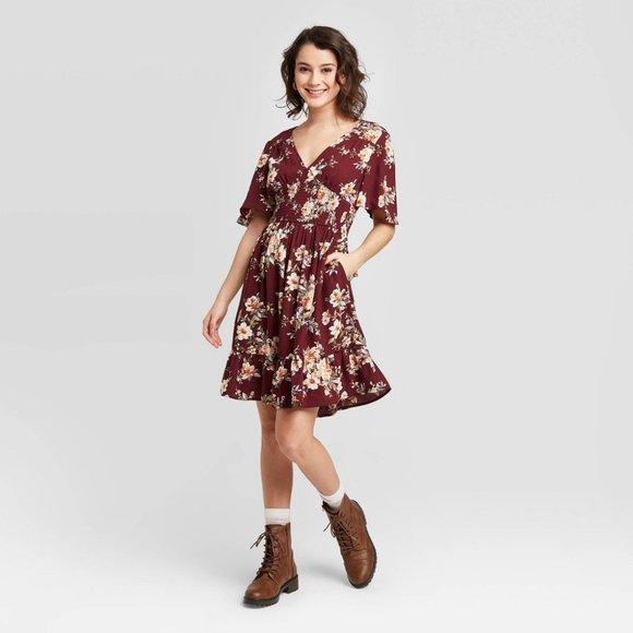 Xhilaration Dresses & Skirts - Floral Short Sleeve V-Neck Smocked Dress POCKETS